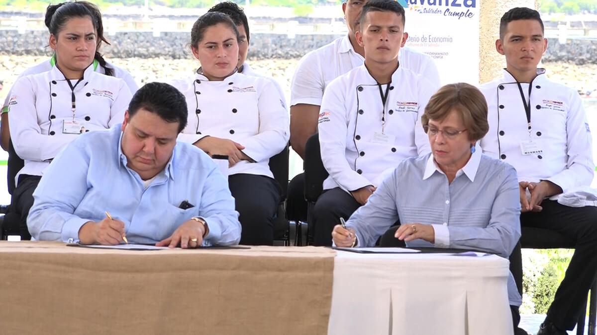 FIRMA DE CONVENIO DE COOPERACIÓN ENTRE EL MINISTERIO DE ECONOMÍA E ITCA-FEPADE