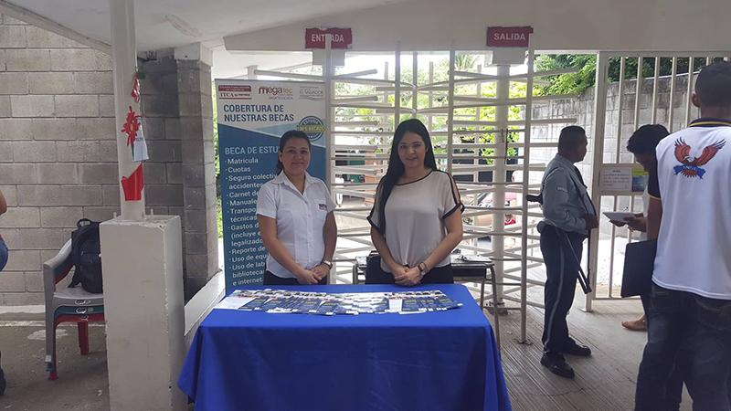 HICIMOS PROMOCIÓN DE NUESTRAS CARRERAS EN LA 4ª FERIA REGIONAL DE ROBÓTICA EDUCATIVA