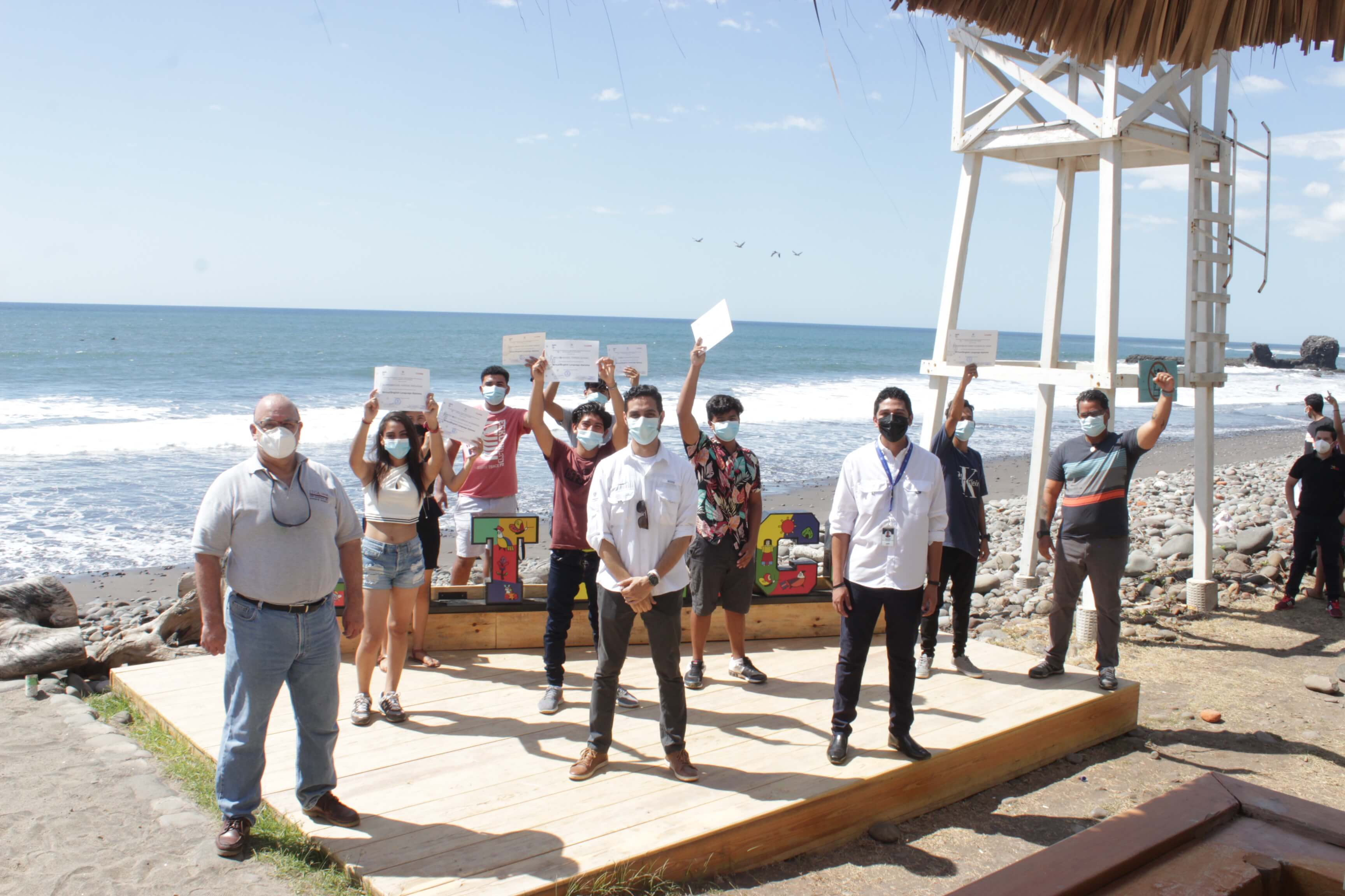 JÓVENES BECADOS EN EL MARCO DE SURF CITY SE GRADÚAN DE ITCA EN EL IDIOMA INGLÉS